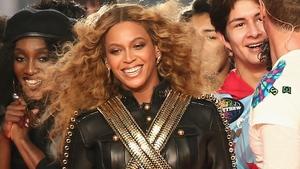 Beyoncé cracking open the lemonade