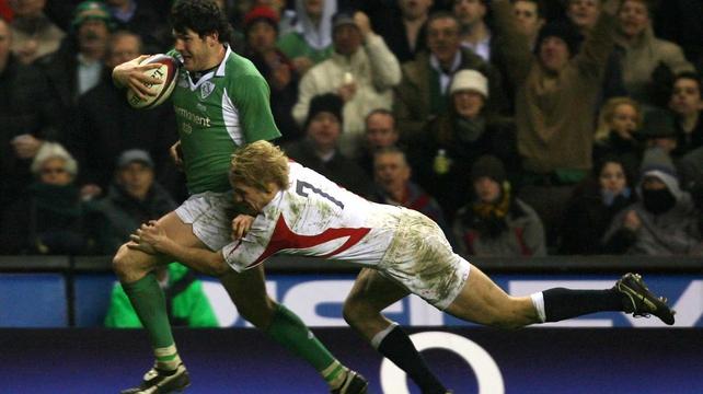 Shaen Horgan evades Lewis Moody at Twickenham in 2006