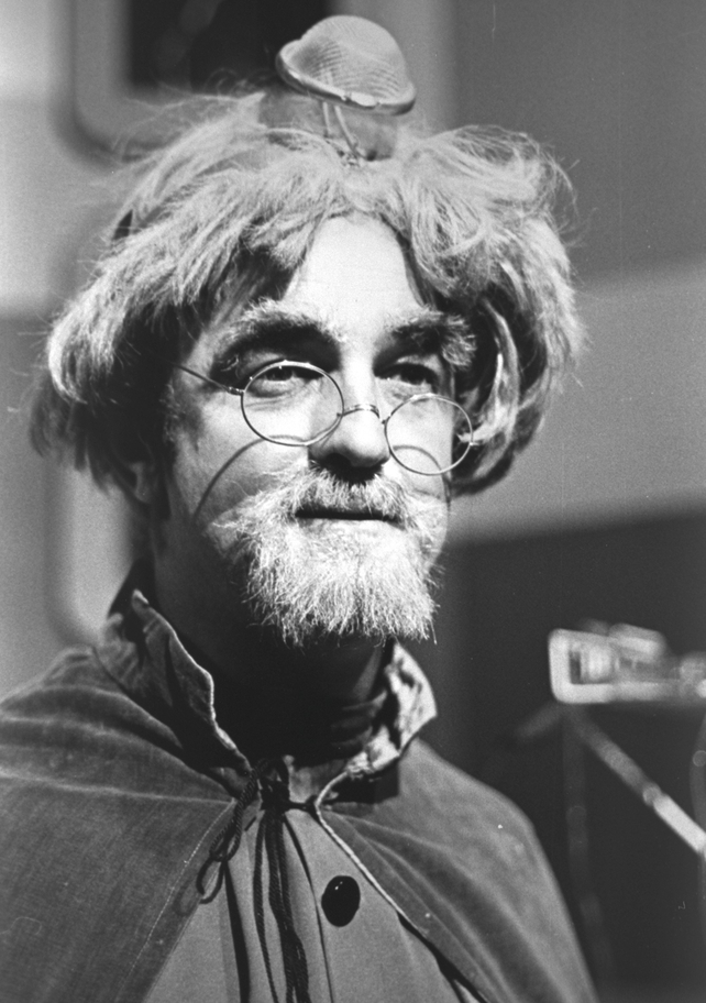 "Frank Kelly as ""Dr Astro"" in the television programme ""Wanderly Wagon"" (1979)"
