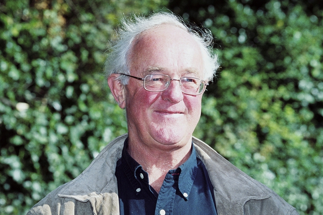 Frank Kelly at the unveiling of the Jester's Chair in Merrion Square, Dublin, which was installed in tribute to his late colleague Dermot Morgan (2002)