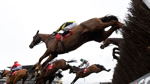Un Temps Pour Tout (far side) ridden by Tom Scudamore took the spoils in the Ultima Handicap Chase