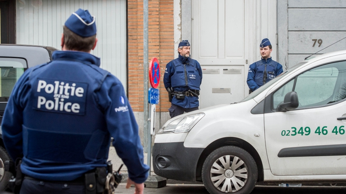Man arrested in Brussels shopping centre bomb alert