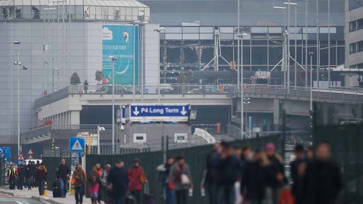 Early report of explosions in Brussels airport