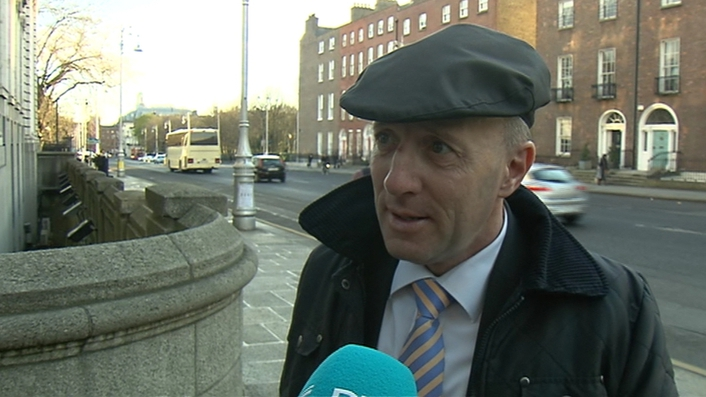 FG and FF to hold minority government talks