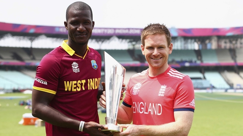 Darren Sammy of the West Indies and Eoin Morgan of England hold the trophy ahead of the T20 final