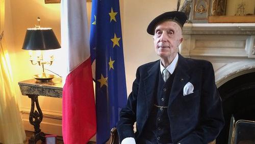 Captain Sir John Leslie Bt passed away in his sleep this morning