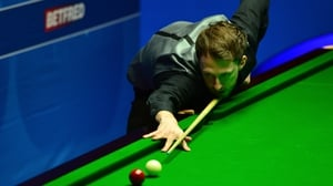 Judd Trump trails Dung Junhui after the first session