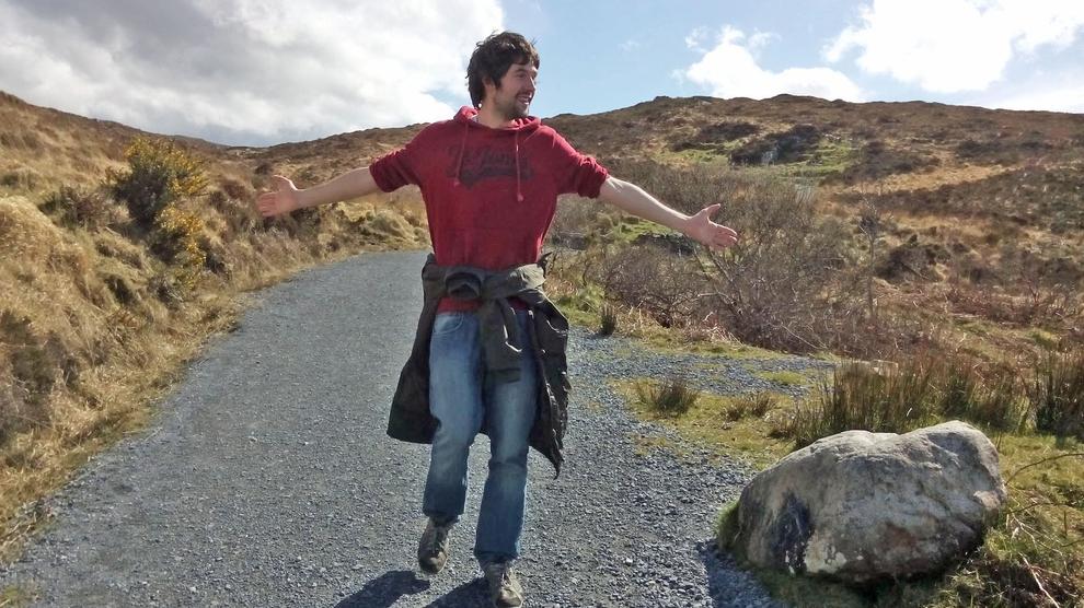 Cén fáth nach labhartar Gaeilge le strainséirí sa Ghaeltacht?