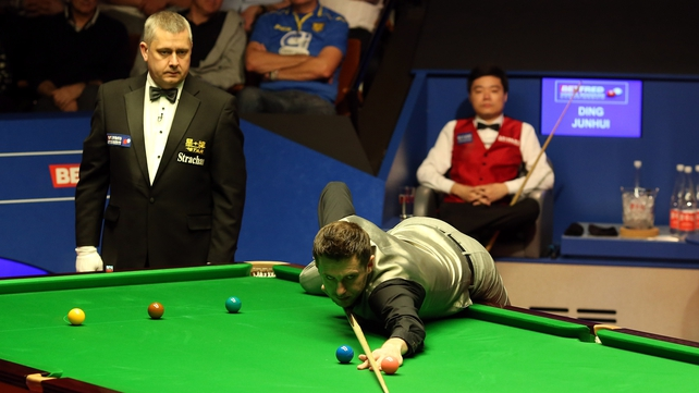 Ding fights back but Selby still in front