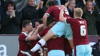 Sam Vokes heads Burnley into the Premier League