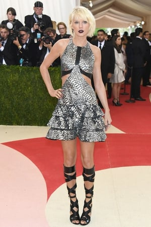 Taylor Swift in Louis Vuitton in 2016. Theme: Manus x Machina: Fashion in an Age of Technology
