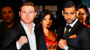 Saul Alvarez (L) and Amir Khan