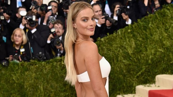Margot Robbie set to star alongside Saoirse Ronan