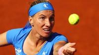Kuznetsova beats Watson, Halep through in France