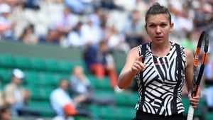 Simona Halep battlked into the last 16