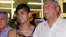 Alan Pulido (L) pictured following his rescue