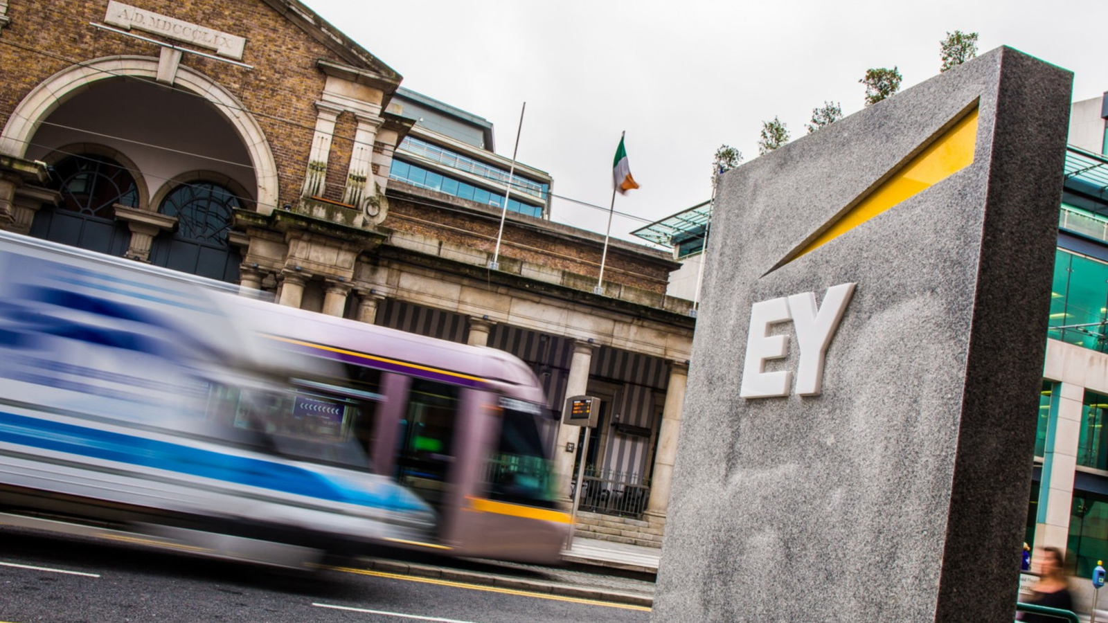 EY seeking 215 'experienced candidates'