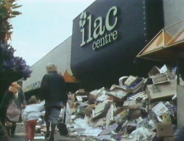 Rubbish in Moore Street during bin street 1986