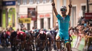 Fabio Aru held off the sprinters in Tournon-sur-Rhone
