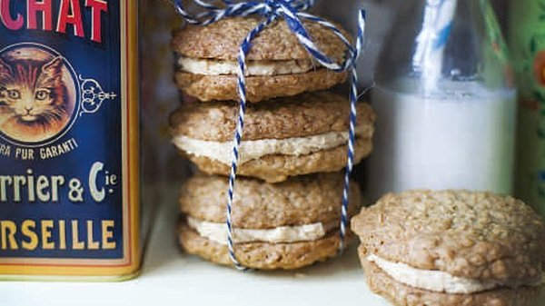 These oaty peanut butter cookies are sandwiched with a smooth, sweetened nutty filling.