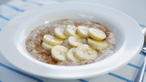 Operation Transformation has several low-calorie breakfast options to share from their food plan. Here's their recipe for super healthy and tasty porridge.