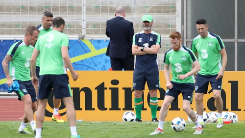 Roy Keane keeps a watchful eye over his players at a training session in Stade de Montbauron, Versailles