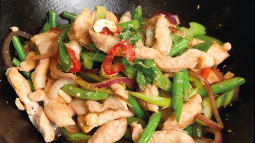 Chicken Chilli & Bean Stir-fry: Catherine Fulvio