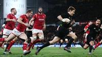Barrett leads New Zealand to Wales annihilation