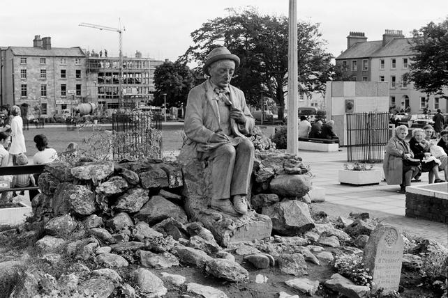 Pádraic Ó Conaire statue, Eyre Square (1974)