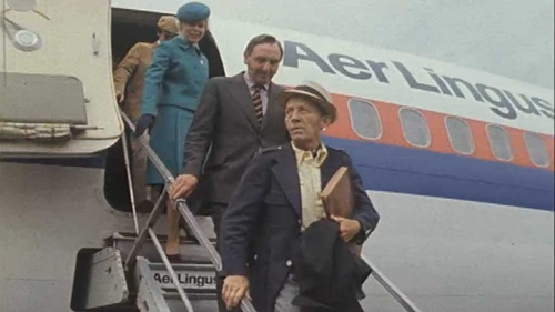 Bing Crosby arrives in Dublin in 1976