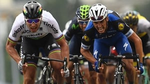 Peter Sagan (L) sprints to victory over France's Julian Alaphilippe (R)