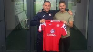 Sligo manager Dave Robertson (L) and new signing Daniel Kearns