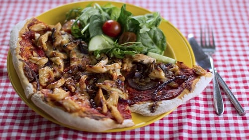 Watch how Operation Transformation make BBQ Chicken Pizza! Perfect for a cosy afternoon in front of the TV! G'wan Dublin and Mayo!