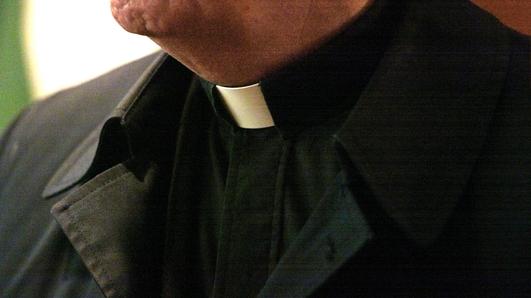 An Monsignor Willie Diver as Achaill.