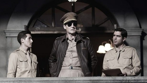 Neeson (centre) as General Douglas MacArthur in Operation Chromite