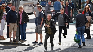 Ewan McGregor and Ewen Bremner recreating the Trainspotting run for T2