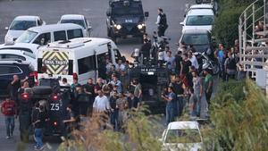 Turkish police arrest Turkish soldiers at the Taksim Square
