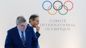 Thomas Bach (L) is talking with IOC members to get their views on how to handle the consequences of the pandemic.