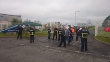 Around a dozen workers are on the picket line at the gates of the airport (Pic: @bonjo7)