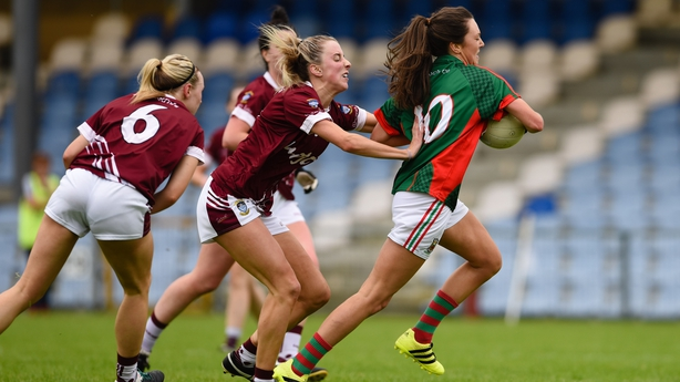Mayo's Niamh Kelly struggles to escape the attentions of Johanna Maher