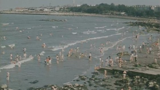 Dublin Seaside (1976)