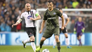 Stephen O'Donnell puts Tomasz Jodlowiec under pressure