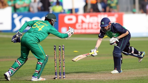 Niall O'Brien (R) is out, stumped for 10 by Sarfraz Ahmed