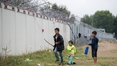 Hungary plans second border fence to stop migrants