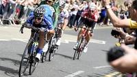 David de la Cruz takes stage win & red jersey