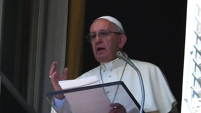 Pope Francis said he wants to go to the earthquake zone to bring comfort to the survivors
