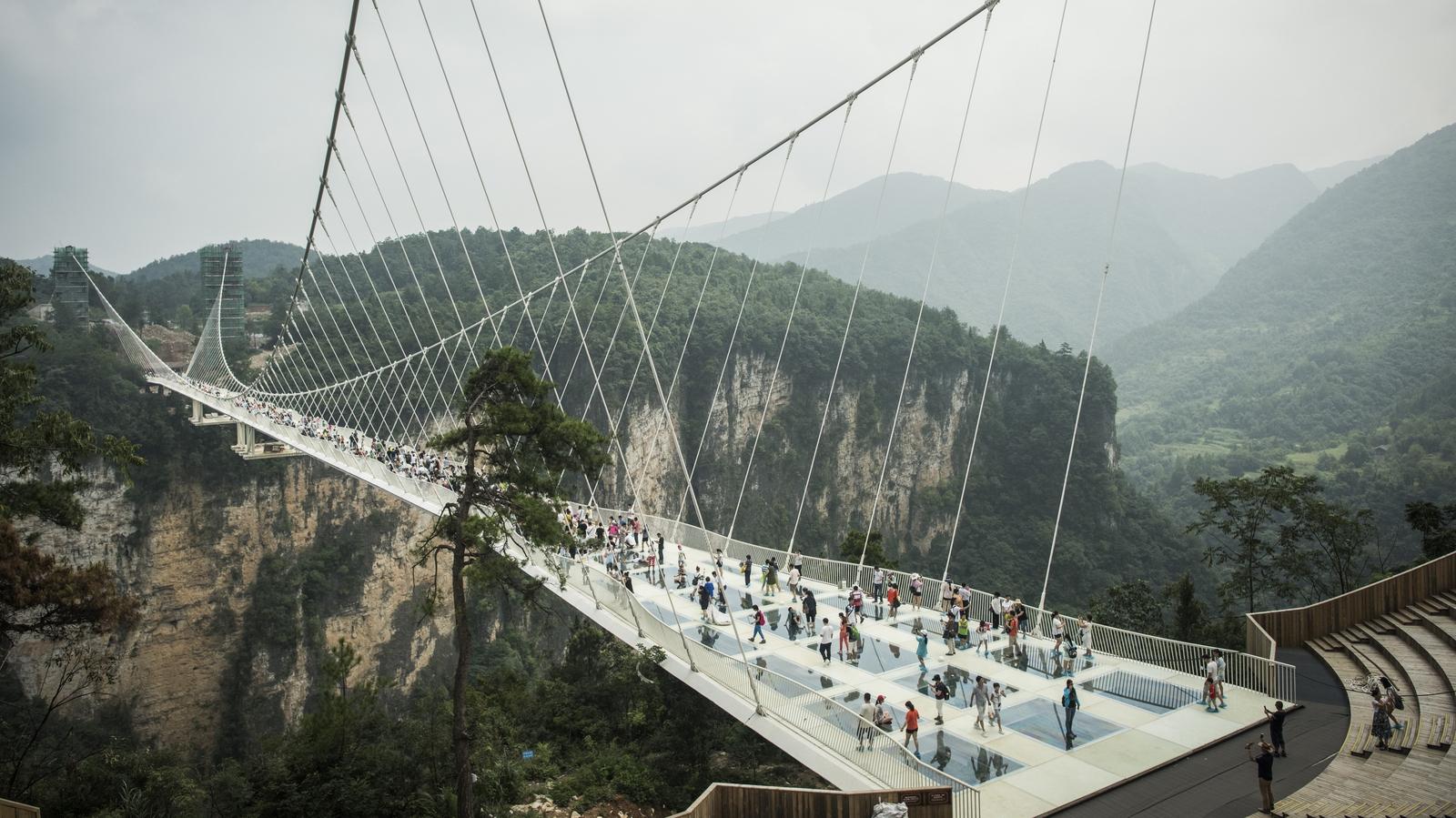 World's longest glass bridge closes in second week