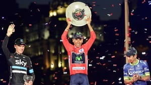 Nairo Quintana raises the trophy on the podium in Madrid
