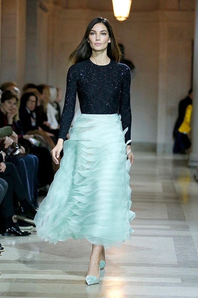 #tb Lily Aldridge walks the runway wearing Carolina Herrera Fall 2016, NYFW