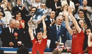 Nottingham Forest captain John McGovern lifts the trophy in 1979